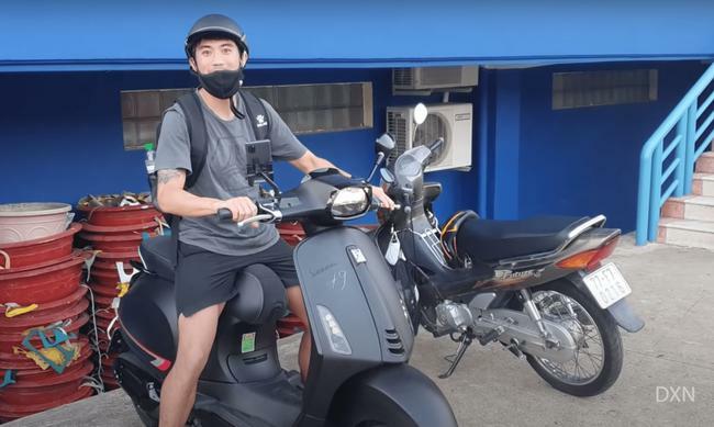 Nhận lương 2 tỷ đồng/tháng, Lee Nguyễn đi… xe máy tới sân tập