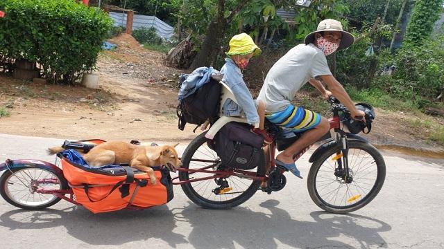 Cặp vợ chồng bán nhà, đưa gia đình đi phượt bằng xe đạp