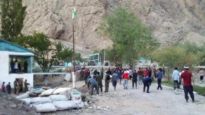 Tajikistan sơ tán công dân Nga khỏi nơi xung đột nguy hiểm với Kyrgyzstan