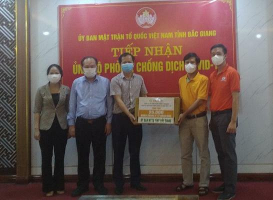 Cấp tốc trao tặng khẩu trang Mebiphar-AIKYA hỗ trợ Bắc Giang, Bắc Ninh