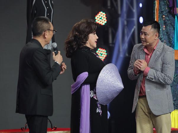 """Sao nữ được MC Lại Văn Sâm tôn làm thần tượng, Tự Long thú nhận """"rất yêu"""" là ai?"""