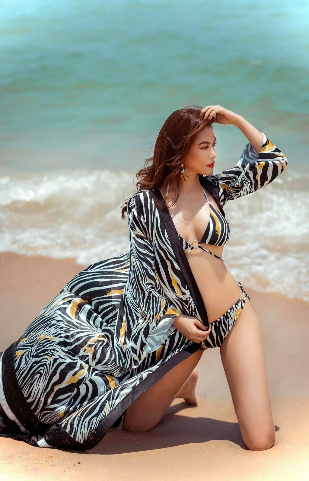 """Vừa công khai tình trẻ Anh Dũng, Trương Ngọc Ánh diện bikini nóng bỏng gây """"sốt"""""""
