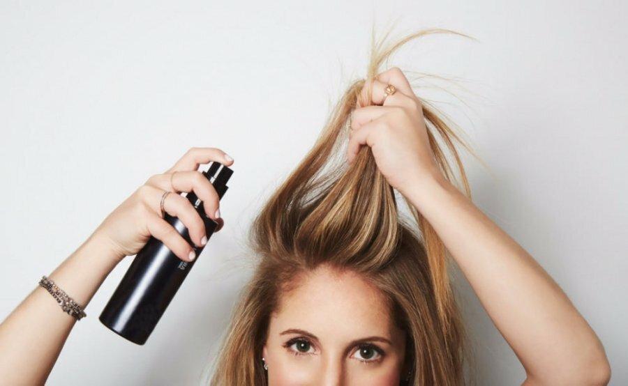 3 mẹo đơn giản dùng dầu gội khô hiệu quả, tránh làm tóc chẻ ngọn hư hại