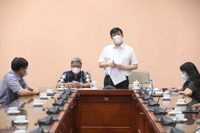 35 chuyên gia y tế Việt Nam sang hỗ trợ Lào chống dịch Covid-19