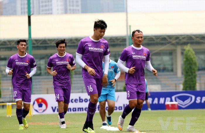 """HLV Park Hang Seo mang 30 """"chiến binh"""" sang UAE"""