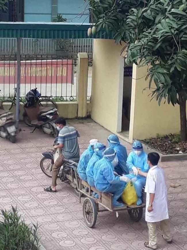 """Hình ảnh xúc động trong ngày có tới 129 ca mắc COVID-19 mới: Nhân viên y tế kiệt sức ngủ gục tại chỗ, tình nguyên viên ngồi xe kéo ra """"tiền tuyến"""" chống dịch"""