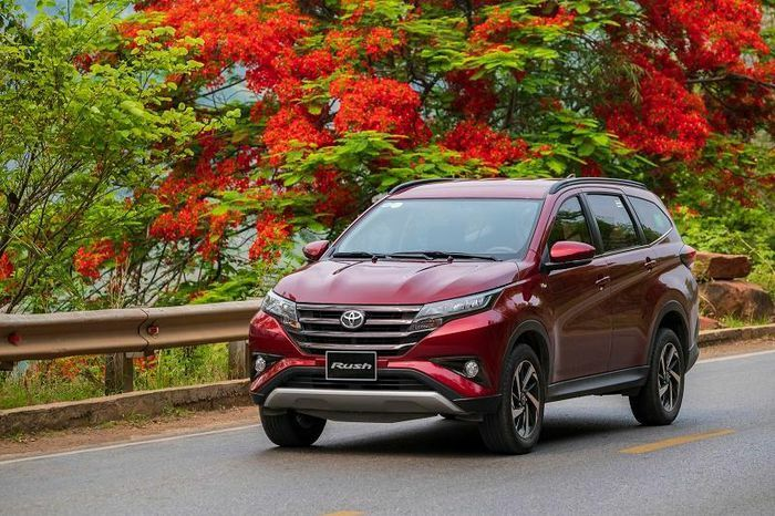 """""""Kích"""" doanh số, Toyota tung ưu đãi cho khách hàng mua Rush"""
