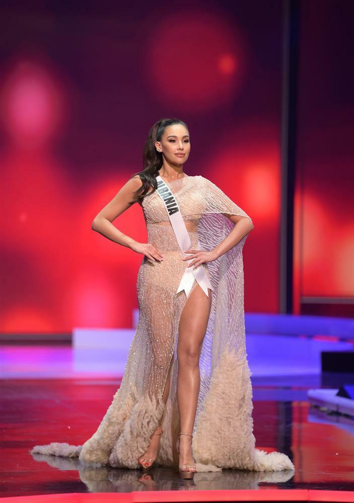 Thí sinh diện váy dạ hội lộ cả nội y ở bán kết Miss Universe