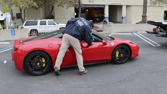 Bị khởi tố vì dùng tiền cứu trợ Covid-19 để mua siêu xe