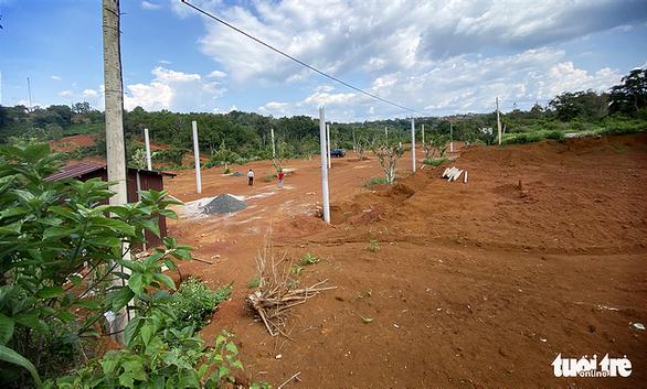 Lại san lấp đất nông nghiệp vì có view nhìn xuống… thác nước
