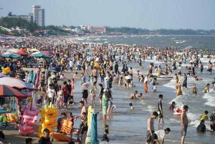 Bãi biển chật cứng người, Bà Rịa – Vũng Tàu hỏa tốc dừng nhiều dịch vụ