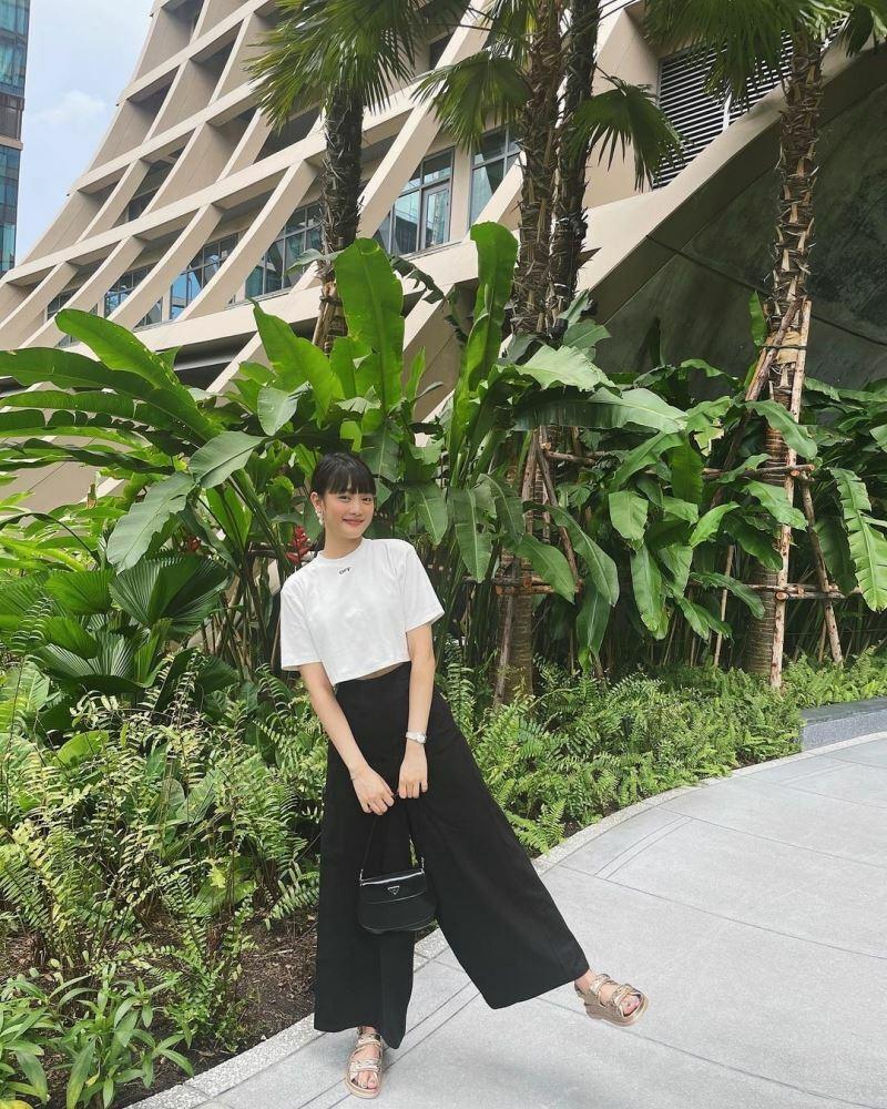 Sao Hàn mặc đẹp: Seohyun mặc đồ bình dân mà sang chảnh hết nấc, Jisoo đẹp như nàng thơ
