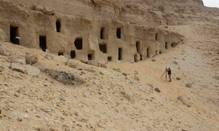 Ai Cập phát hiện 250 lăng mộ có niên đại 4.200 năm
