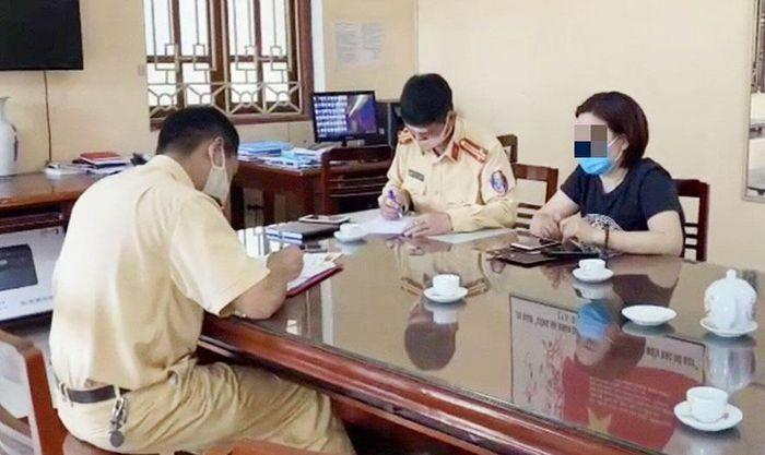 Tài xế lùi xe ô tô trên cao tốc Hà Nội – Thái Nguyên bị xử phạt