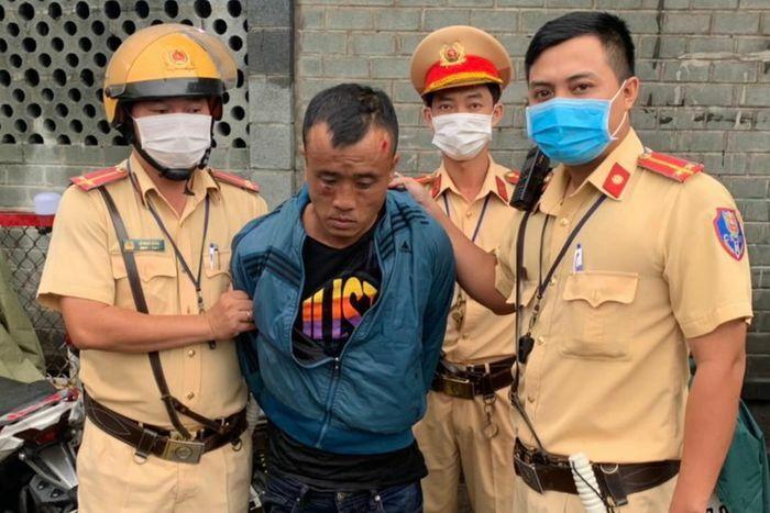 CSGT canh chốt chống dịch tham gia bắt cướp