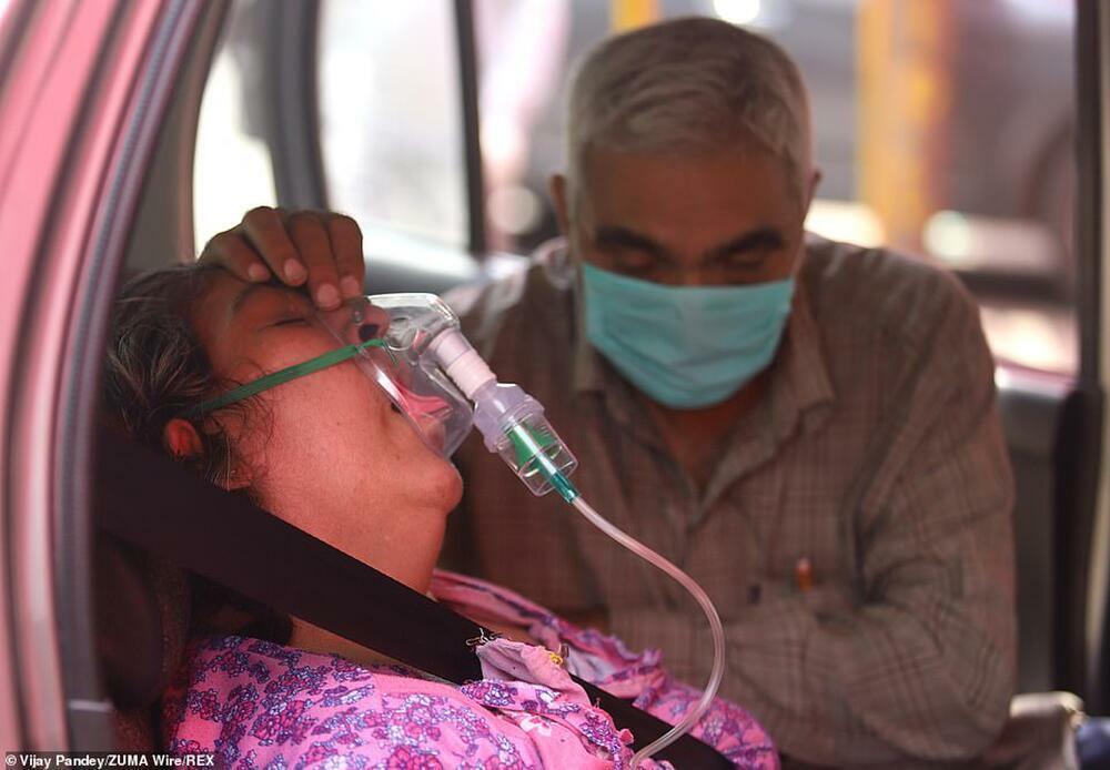 """Cô gái bị cưỡng hiếp tập thể sau lời dụ dỗ về liều vaccine giữa """"bão"""" Covid-19 hoành hành ở Ấn Độ"""