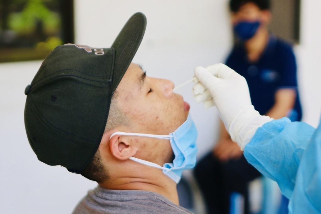 [NÓNG] Lấy mẫu xét nghiệm Covid-19 khẩn cấp một số sinh viên Ký túc xá ĐH Quốc gia TP.HCM