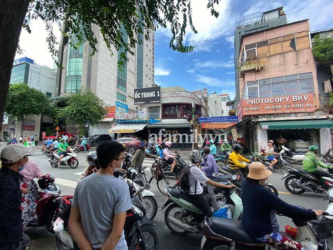 Trang Trần bị công an dẫn đi sau buổi live 'hẹn gặp anh em xã hội'