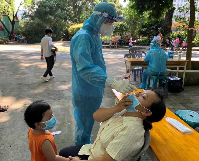 1.537 mẫu xét nghiệm ngẫu nhiên tại bệnh viện, khu du lịch, chợ, rạp chiếu phim… ở TP.HCM âm tính