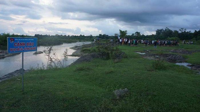 Tắm mát trên sông Tiêm, hai học sinh đuối nước tử vong
