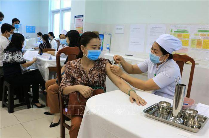 Vĩnh Long, Thái Bình triển khai tiêm vaccine phòng COVID-19 - ảnh 1