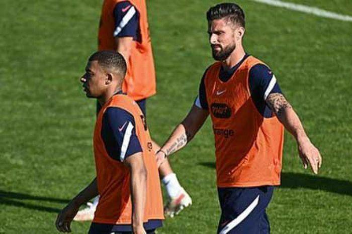 Mbappe ''đá đểu'' Giroud trong buổi tập của ĐT Pháp - ảnh 1
