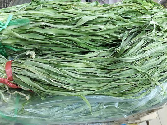 Bó rau khô như nắm rơm mà giá tận 500.000 đồng/kg, khách Thủ đô muốn ăn phải đặt trước nửa tháng - ảnh 1