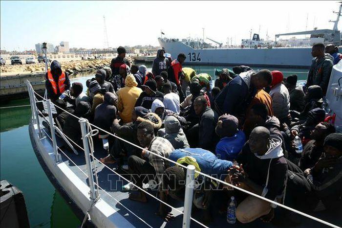 Tunisia và Lybia phát hiện hàng trăm người di cư vượt biển Địa Trung Hải - ảnh 1