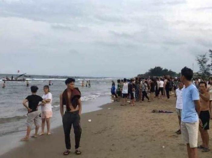 Thanh Hóa: Đi tắm biển, 2 trẻ đuối nước tử vong, 1 cháu mất tích - ảnh 1