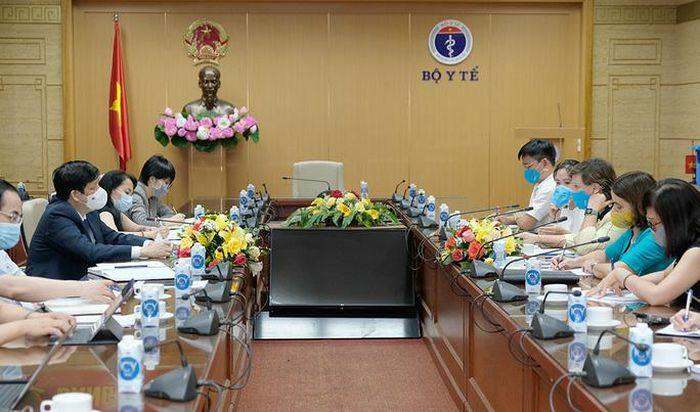 UNICEF: 67% người dân Việt Nam được hỏi sẵn sàng tiêm vắc-xin Covid-19 - ảnh 1
