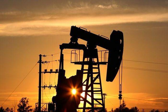 Lượng xăng dự trữ của Mỹ cao hơn dự đoán, giá dầu châu Á giảm nhẹ - ảnh 1