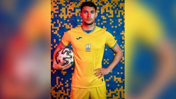 Khẩu hiệu trên áo bóng đá Euro 2020 của Ukraine gây ra sự phẫn nộ ở Crimea - ảnh 1