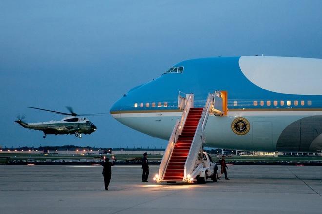 Máy bay chở phóng viên tháp tùng ông Biden không thể cất cánh vì ve sầu - ảnh 1