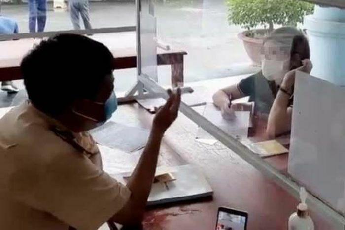 Nữ tài xế phóng ô tô ngược chiều trên cao tốc Nội Bài-Lào Cai bị phạt 17 triệu đồng - ảnh 1