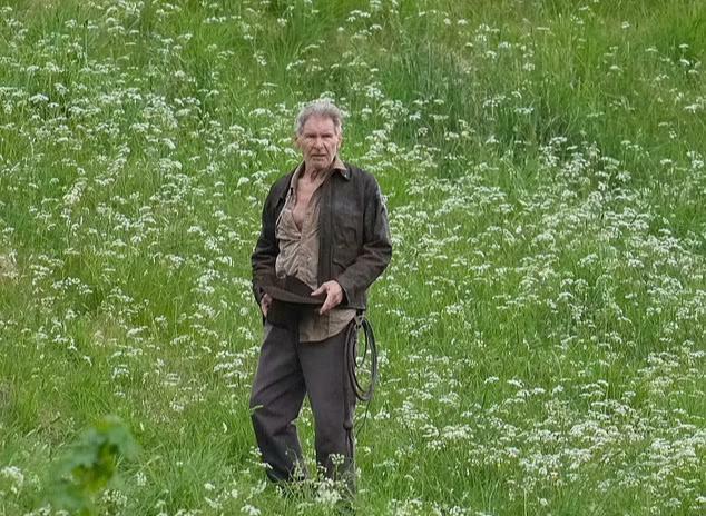 Tuổi 78, tài tử Harrison Ford vẫn mạo hiểm với Indiana Jones 5 - ảnh 1