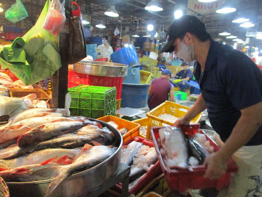 Thủy sản gặp khó tại một cảng lớn của Trung Quốc - ảnh 1