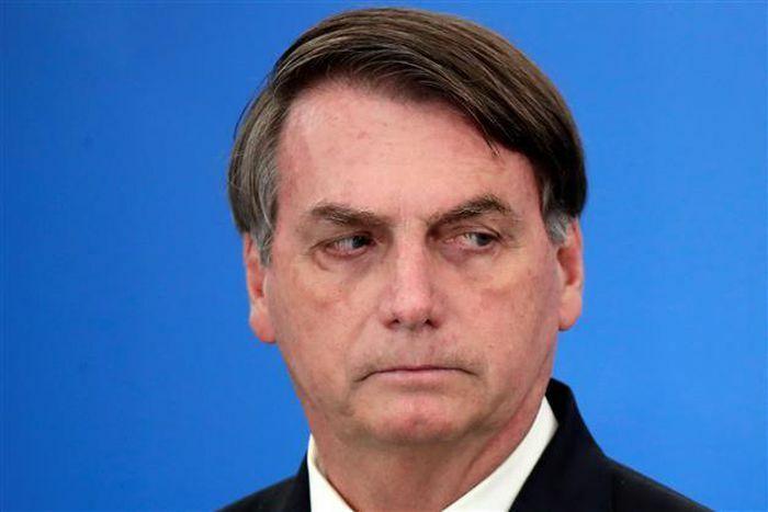 Bị phản đối trên máy bay, ông Bolsonaro nói hành khách ''nên cưỡi lừa'' - ảnh 1