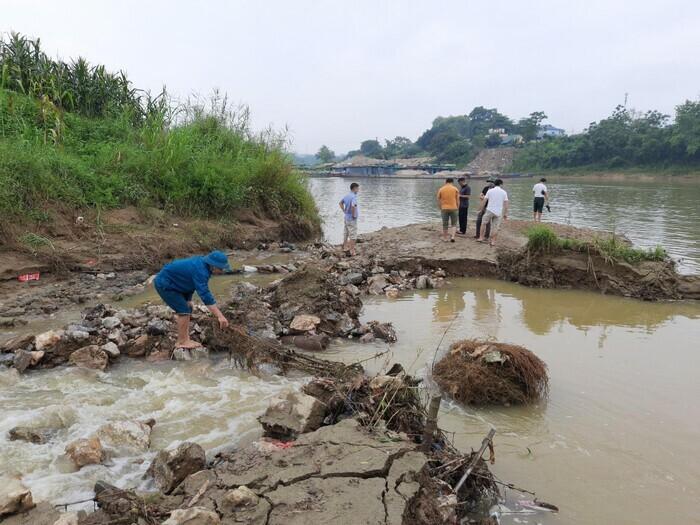 Tuyên Quang: Phát hiện 3 quả bom ''khủng'' nặng hàng trăm kg còn sót lại sau chiến tranh - ảnh 1