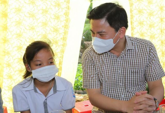 Thanh Hóa: Nữ sinh lớp 6 mồ côi được Bí thư tỉnh ủy tới thăm và sắp có nhà mới