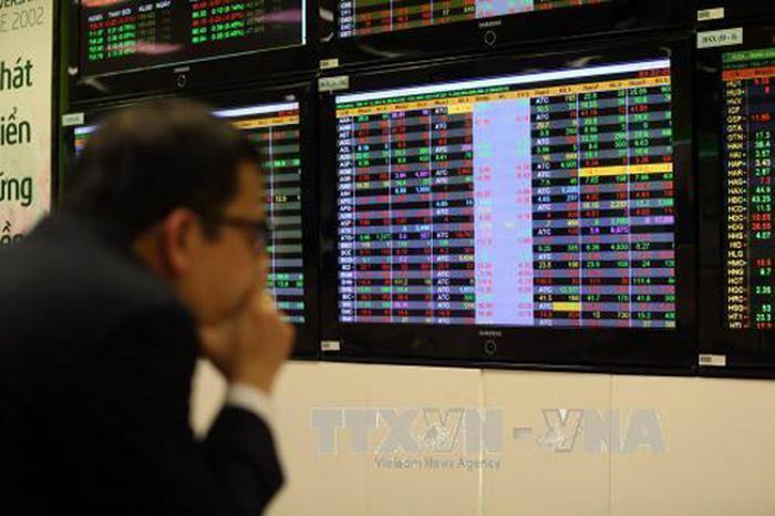 Cổ phiếu ngân hàng, chứng khoán hồi phục mạnh vào cuối phiên sáng 9/6 - ảnh 1
