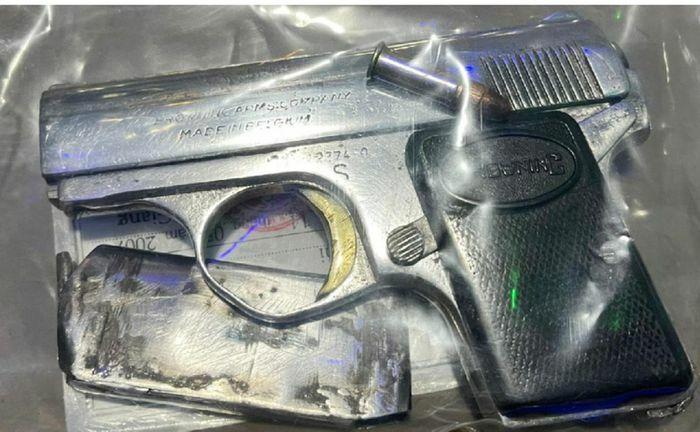 Kẻ mua bán ma túy tàng trữ súng ngắn cùng 40 viên đạn - ảnh 1