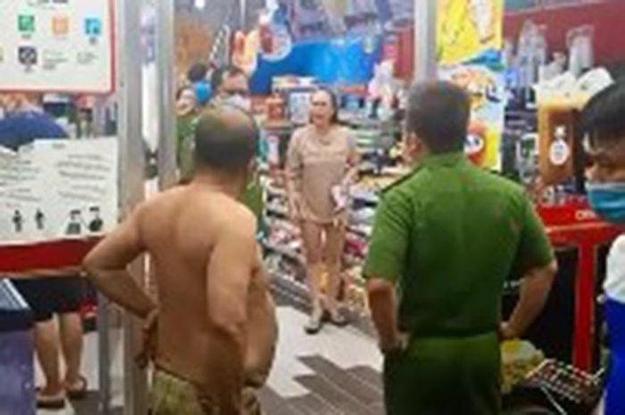 Người phụ nữ không đeo khẩu trang, gây rối trong cửa hàng tiện ích ở TPHCM
