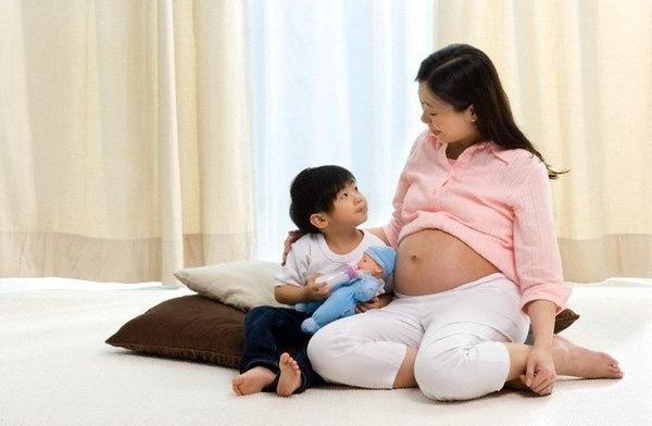 Sau khi sinh con thứ hai, nhiều người mẹ thấy mình già đi trông thấy, vì sao lại như thế?