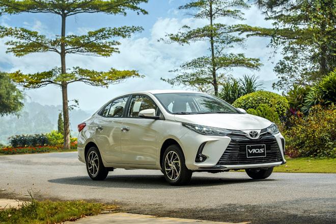 Mẫu xe ''quốc dân'' Toyota Vios giảm giá vài chục triệu vì tụt hạng: Đối thủ mạnh cỡ nào mà phải làm vậy? - ảnh 1