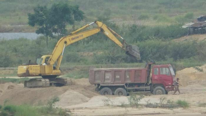 Bất thường khai thác, chở cát quá tải san lấp khu dân cư trăm tỷ?