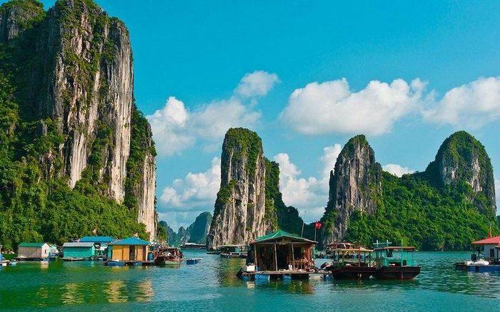 Sau 30 ngày ''vắng bóng'' Covid-19, Quảng Ninh bật chế độ bình thường mới, ''xắn tay'' kích cầu du lịch nội địa - ảnh 1