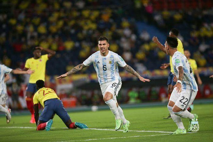 Colombia 0-2 Argentina: Martinez rời sân bằng cáng (H1) - ảnh 1