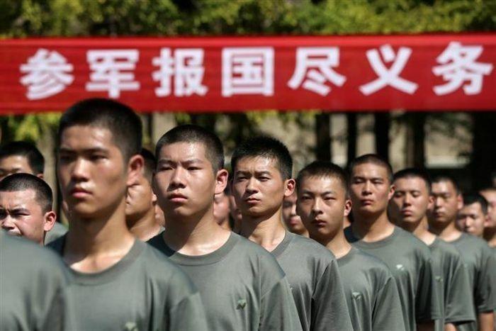 Trung Quốc hạ thấp loạt tiêu chuẩn gọi thanh niên nhập ngũ