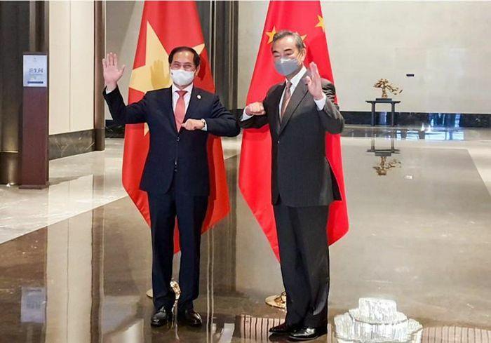 Việt Nam trao đổi với Trung Quốc về vấn đề Biển Đông - ảnh 1