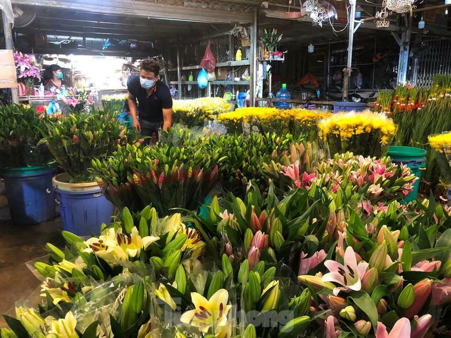Chợ hoa Đầm Sen chờ khách ngày đầu mở lại - ảnh 1